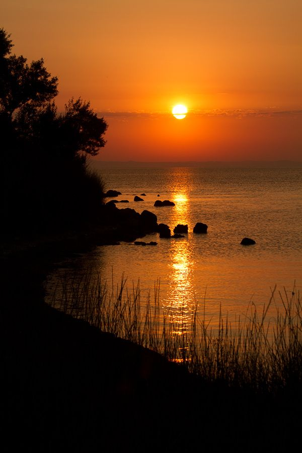 закат над Таманским заливом by Евгений Харланов, via 500px