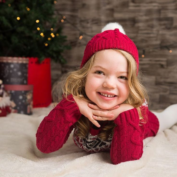Beautiful Sienna came to the Christmas mini sessions last Saturday. So much fun... and we'll do it all again this weekend. Just a few slots left if you want to join the fun go to deeorgan.com/xmas to book.