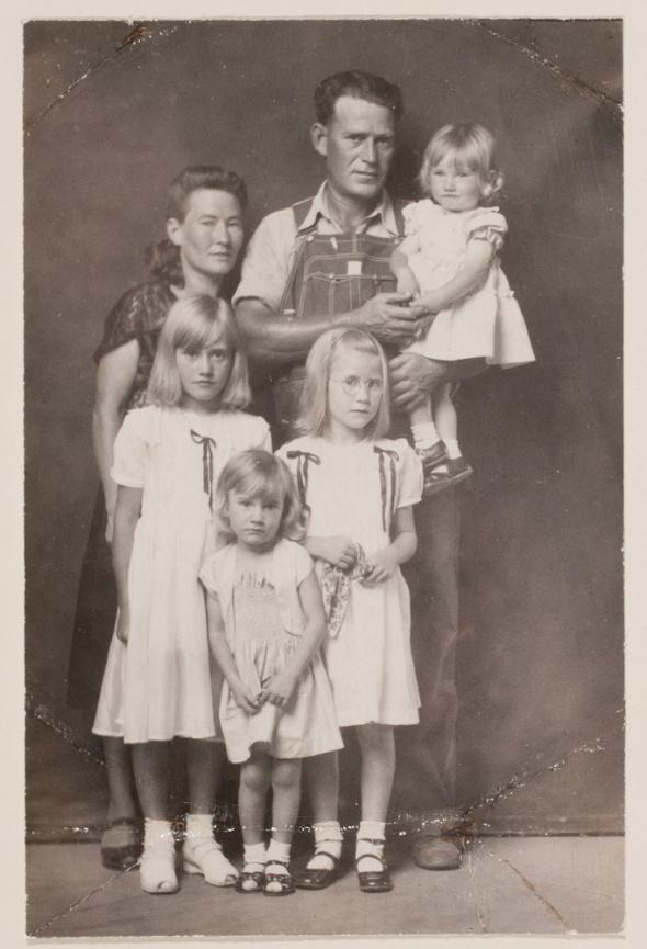 роль старых фото в семье глубокой тарелке