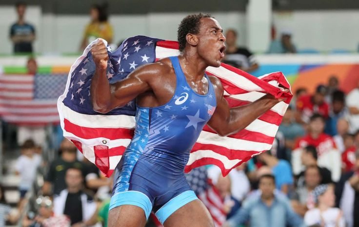 J'den Michael Tbory Cox (USA, blue) is victorious over Reineris Salas Perez (CUB, red) in men's freestyle wrestling competition during the Rio 2016 Summer Olympic Games at Carioca Arena 2.    -  Best images from Aug. 20 at the Rio Olympics
