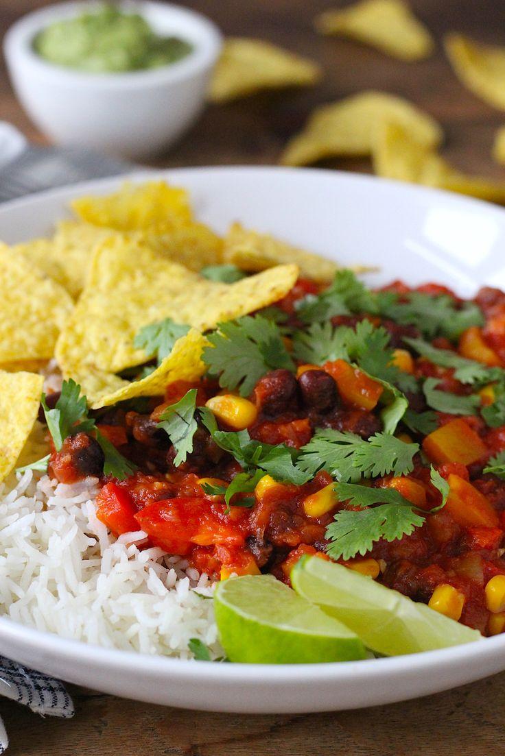 Geen chili con carne maar een chili sin carne! Het populaire Mexicaanse gerecht, maar dan zonder vlees. // Francesca Kookt // http://www.francescakookt.nl/chili-sin-carne/