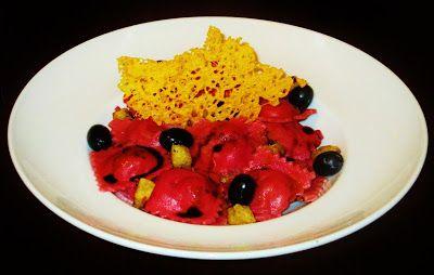 Ravioli di barbabietola e di ricotta con crostini / Raviolis de Beterraba e Ricotta com Croutons