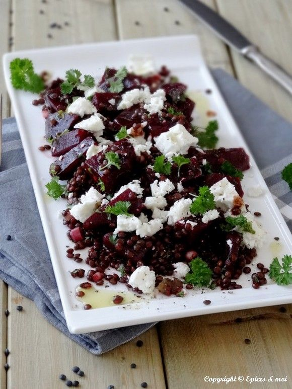 Salade de betteraves aux lentilles beluga et feta on http://www.epicesetmoi.be