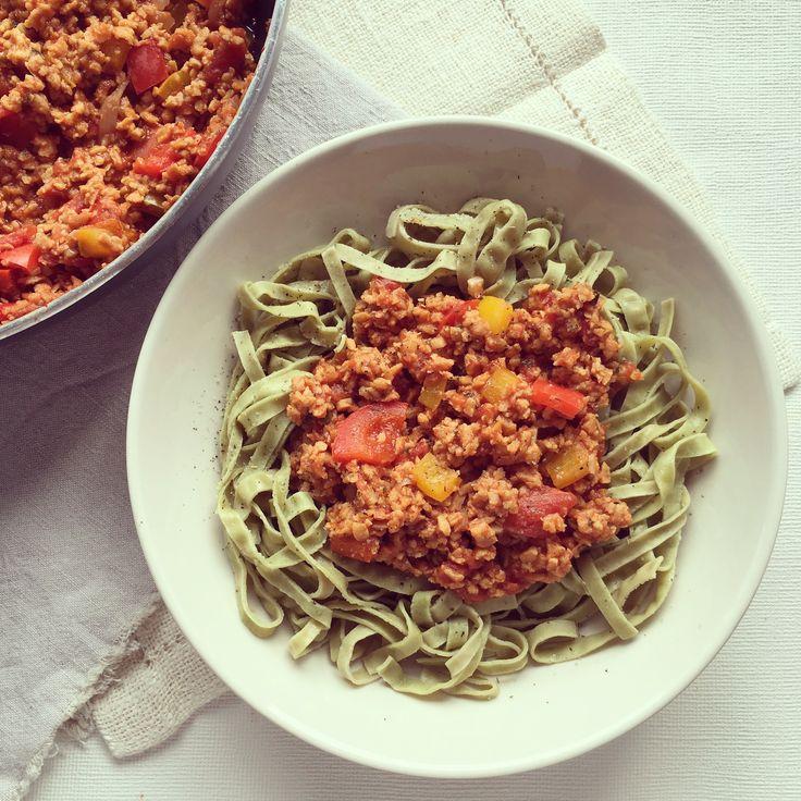 Sauce bolognaise végétalienne aux poivrons et protéines de soja