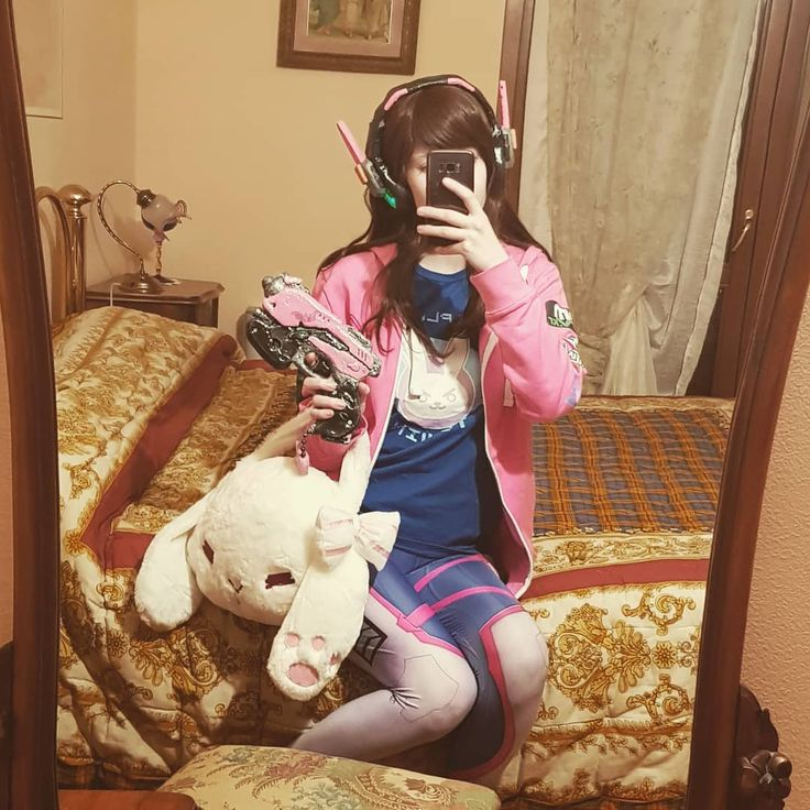 """2016: """"i won't buy gadget for d.va anymore"""" 2018: """"....i can explain""""  #picoftheday #cosplay #cosplayer #cosplaygirl #cosplaying #cosplayitalia #italiancosplaygirl #italiancosplayer #overwatch #overwatchcosplay #overwatchcosplay #overwatchdva #overwatchdvacosplay #dvacosplay #dva"""