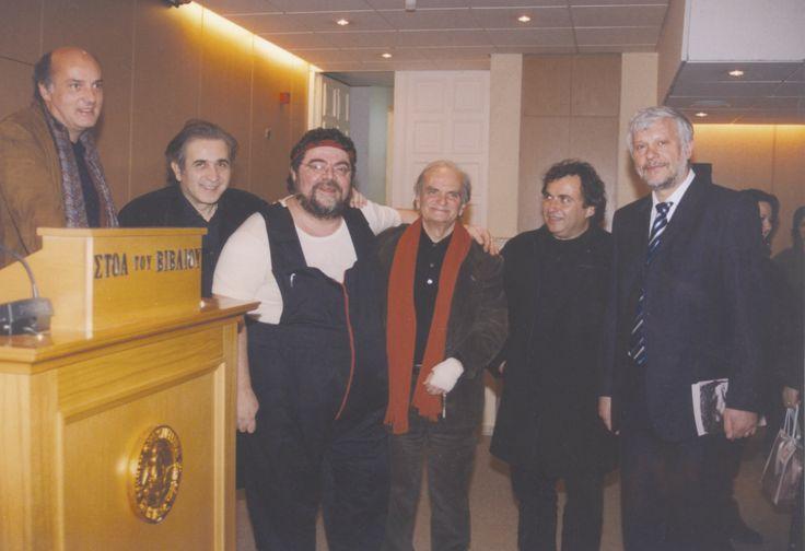 15/2/2005: Νίκος Καρατζάς, Λάκης Λαζόπουλος, Σταμάτης Κραουνάκης, Λευτέρης Παπαδόπουλος, Λουδοβίκος των Ανωγείων και Πέτρος Τατούλης στη «Στοά του Βιβλίου».