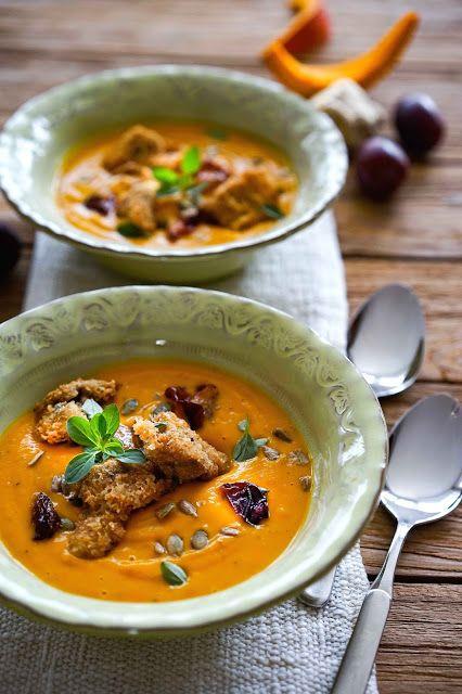 stuttgartcooking: Kürbis-Creme-Suppe mit Zwetschgen und Champignons in einer Käse-Semmelbrösel-Panade gebacken