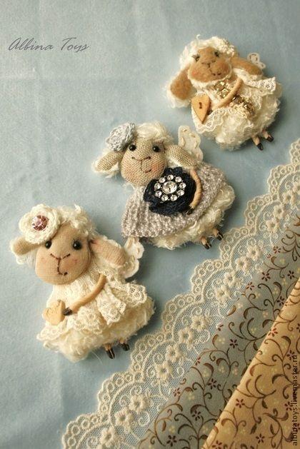Новогодний подарок. Брошки-овечки.№ 6, 7, 8. Swarovski. Presiosa - бежевый