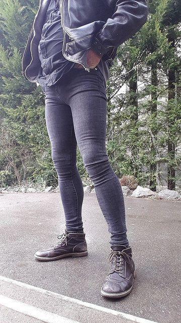 Skinny jeans deevolution of man