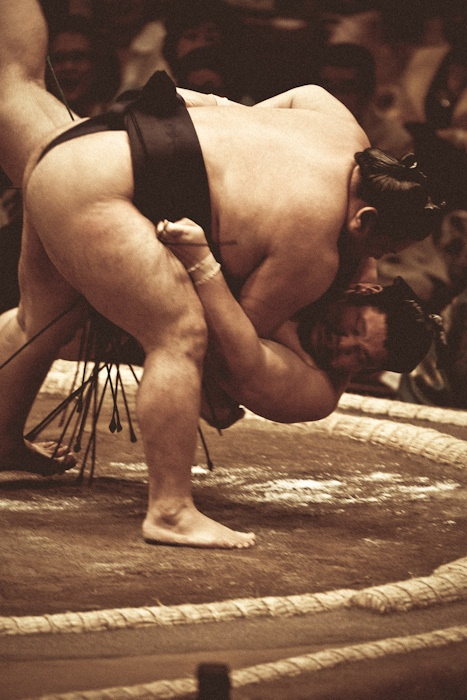 The art of Sumo. Photography by Tomoki Momozono. S)