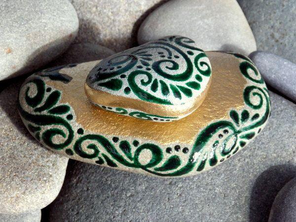 Enchanted Emerald Island / 2 pintado rocas / Sandi Lucio