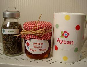 Ofiste, mutfakta yıkanabilir isim etiketleri büyük kolaylık :)