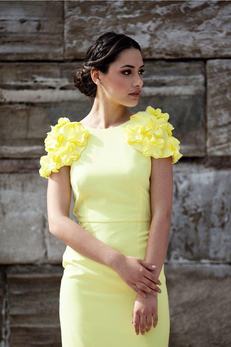 vestido amarillo corto con mangas de alas con flores de boda fiesta evento coctel bautizo comunion graduacion de apparentia