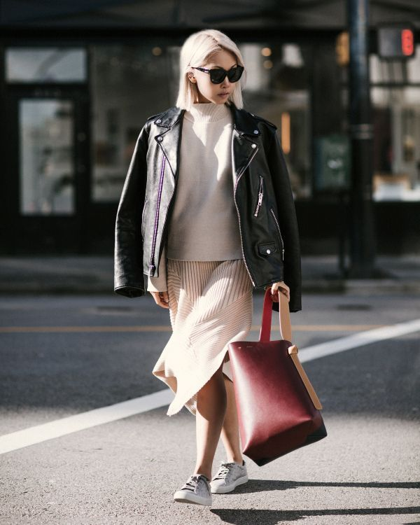 Get creative with layering this fall with these five ultra-chic looks that prove you can look just as stylish as the temperature decreases.Look 1Wool Blazer + Chunky Scarf + Skinny Jeans +...