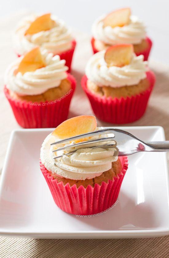 Peaches and Cream Cupcakes - Annie's NomsAnnie's Noms