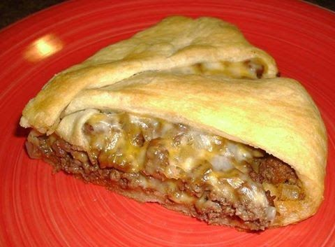 1 can Crescent Rolls 1 lb. ground beef 1 small onion, chopped 4 T Ketchup 1 tsp. Worchester sauce sliced cheese, I used Colb...