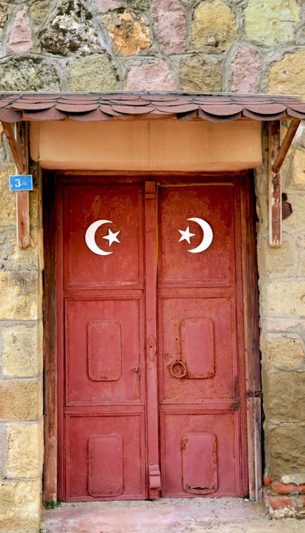 Moon and stars doors in Kkkuyu anakkale