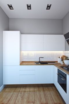 Белая кухня + деревянная столешница под ламинат + глянцевый черный наличник