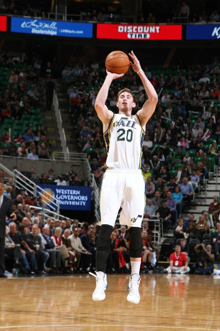 SALT LAKE CITY, UT - NOVEMBER 13: Gordon Hayward #20 of the Utah Jazz shoots against the New Orleans Pelicans at EnergySolutions Arena on November 13, 2013 in Salt Lake City, Utah. (Photo by Melissa Majchrzak/NBAE via Getty Images)