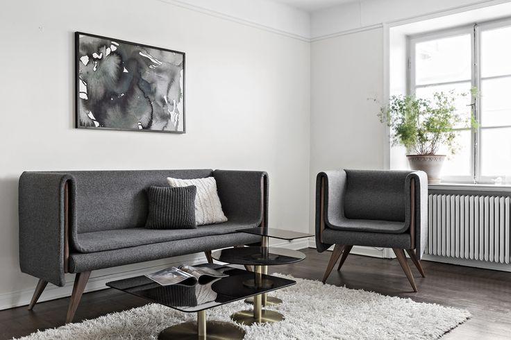 Sofa design Seer. Pillows H&M Home. Coffee table Tom Dixon. Pot Bergs Potter. Wool carpet Ikea.
