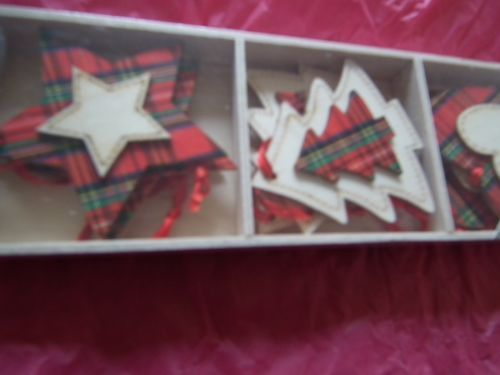 Tartan-Red-Green-Homemade-Look-Wooden-Christmas-Tree-Decorations-Set-of-9-NEW