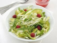 insalata con avocado e lamponi