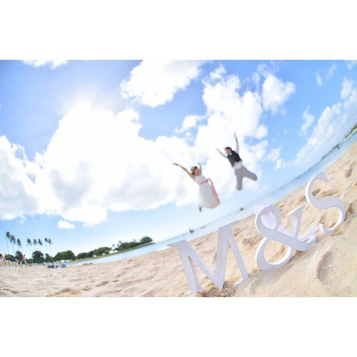 フライング気味で#weddingtbt  #wedding #Hawaiiwedding #フォトツアー #ビーチフォト #alamoanabeach #イニシャルウッド #ジャンプ #junp #ラヴィファクトリー #laviefactory #HIDE #seimoewedding