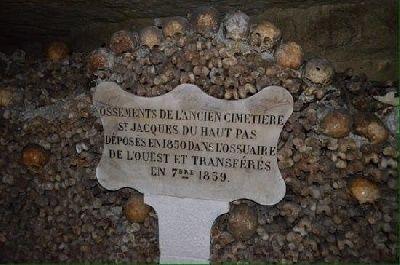 Twee tieners van 16 en 17 jaar, zijn na drie dagen teruggevonden in de catacomben van Parijs. De tieners hadden zich onttrokken aan de officiële rondleiding en waren terechtgekomen