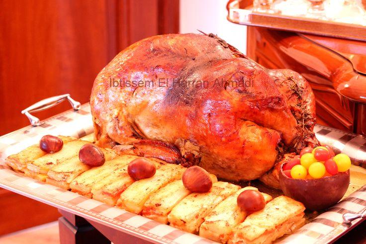 La dinde de Noël. Je n'en ai pas fait depuis deux ans pour diverses raisons et la voir trôner sur ma table de Noël me manquait considérablement. La voici donc, cette dinde à la cuisson lente, agrémentée de marrons et de sauce au foie gras. Si goûteuse que j'ai décidé de ne l'accompagner que d'un mille-feuille de pommes de terre et carottes. #delicescaprices   #dindedenoël   #millesfeuilles   #pommedeterre #marrons   #carottes #merrychristmas #menudefete
