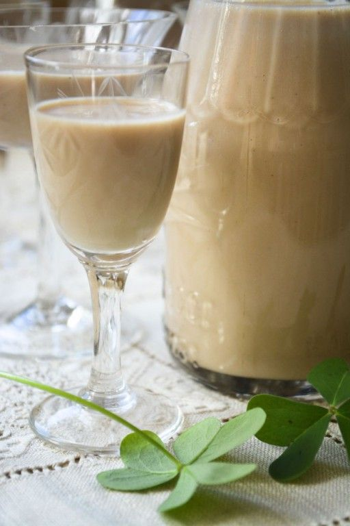 Jednoduchý recept na domácí irský likér, který si oblíbíte. Směs těch nejlepších surovin, které potěší chuťové pohárky.