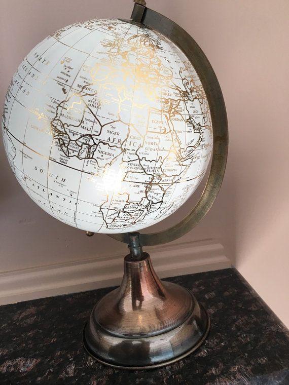 Schöne gold und weißem Globus mit von TheRusticRestoration auf Etsy