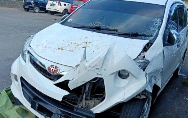 Mobil Avanza Putih Hancur Tertabrak Ka Di Margorejo Mobil Putih