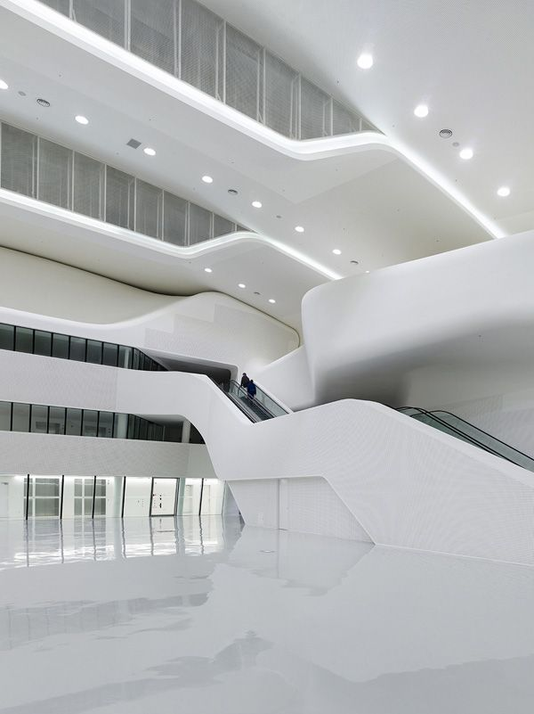 Дворец дизайна    Заха Хадид – не единственный в мире архитектор, приверженный «космическим» фо...