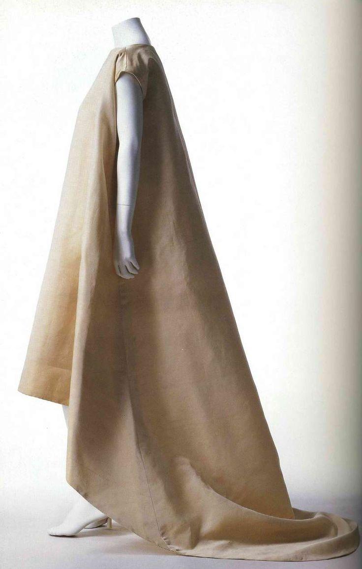 Подвенечное платье. Кристобаль Баленсиага, около 1967. Белый шелк газар, шлейф.