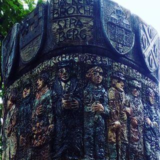 Brunnen am Dormagener Rathaus mit Detaillierten von Hackenbroich