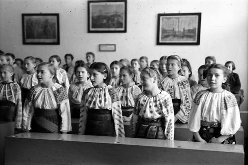 romania, radauti city, girls school 1942 by willy pragher