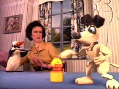 "Read more: https://www.luerzersarchive.com/en/magazine/commercial-detail/lucozade-22445.html Lucozade ""Desmond"" [00:40]# The presenter of a children's show on TV presents Desmond, the string puppet dog, with a can of Lucozade brand energy drink - and immediately regrets it. Tags: Ogilvy & Mather, London,Lucozade,Daniel Kleinman,Limelight, London,Ian Sizer,Nicola Gill"