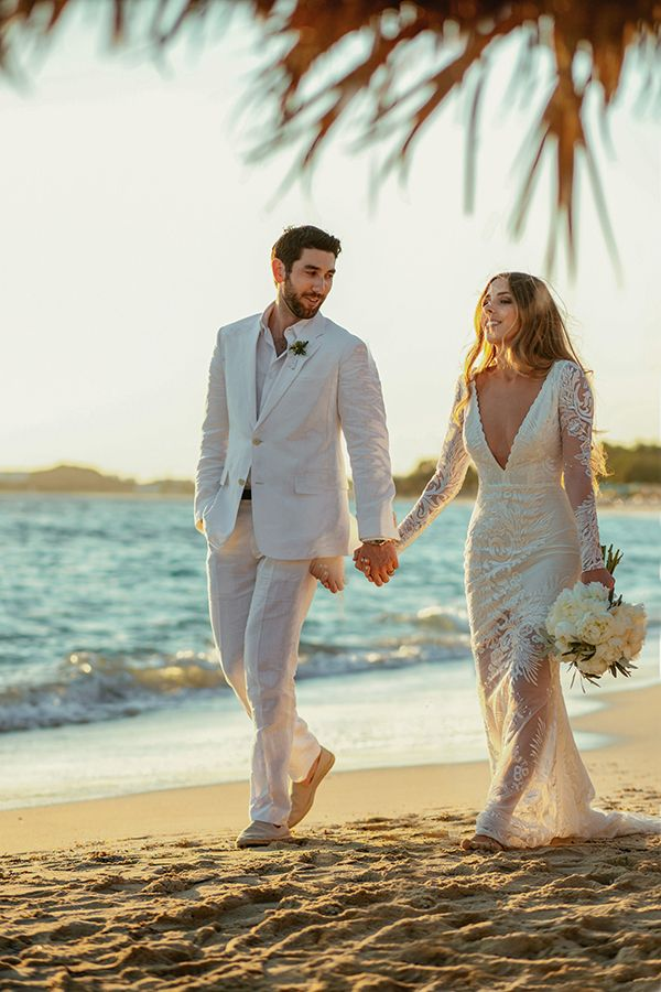 Sharing with you today a dreamy wedding like none other. Lifestyle blogger Sivan Ayla 's destination wedding took place on the gorgeous Greek island of Na