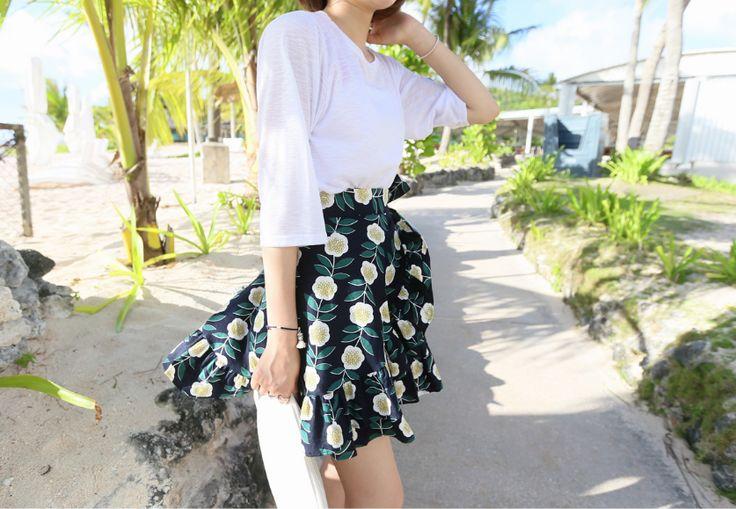 フラワーパターンリネンラップスカート - 大人きれいな印象のリネンスカート。 ロマンティックなガーリー系スカートです。 ラップ風の今年人気のデザインです。