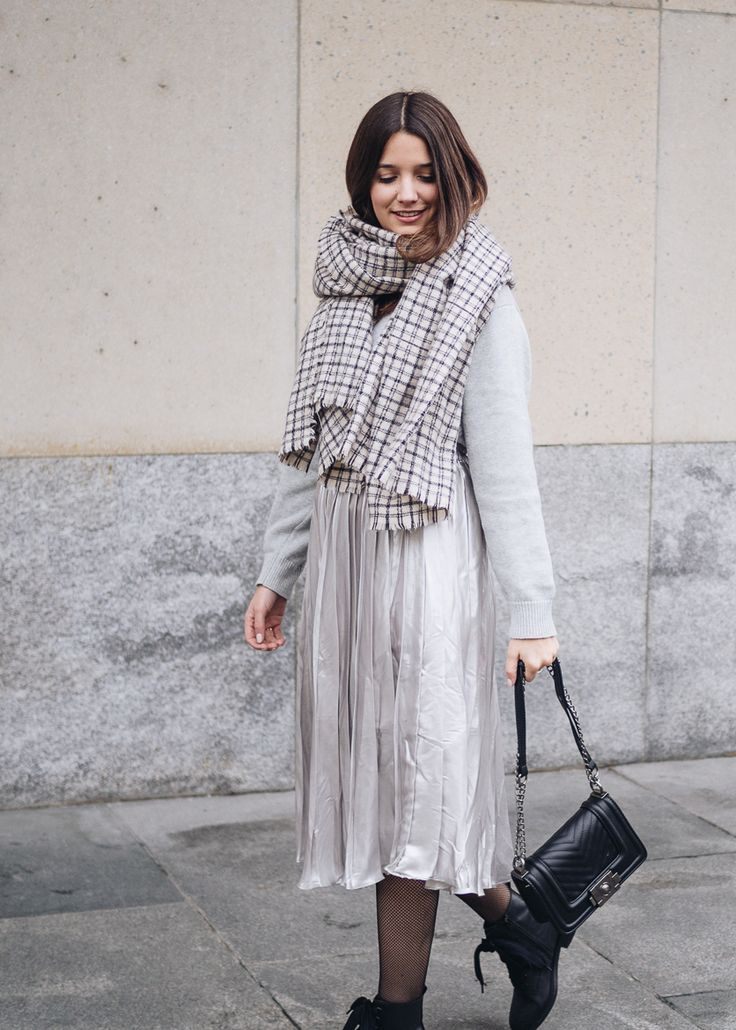 Faltenrock im Winter | Pleated Skirt | Grey Outfit