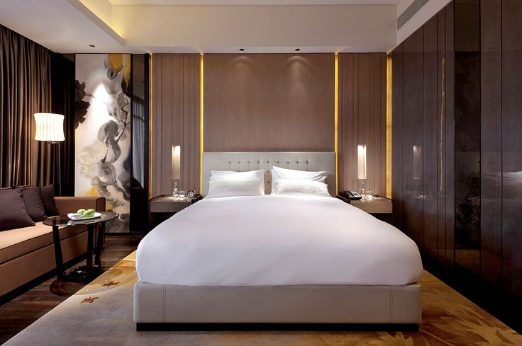 Guestroom at Grand Hyatt Shenyang, interior designed by HBA/Hirsch Bedner Associates
