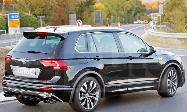 VW Tiguan R (2017) - Heizt hier der Prototyp eines möglichen VW Tiguan R (2017) über die Nordschleife? Ein Youtube-Video zeigt den neuen Tiguan nämlich auf Tiefflug durch die Grüne Hölle. Die vom VW Tiguan R-Line bekannten Aerodynamik-Parts, aber vor alle