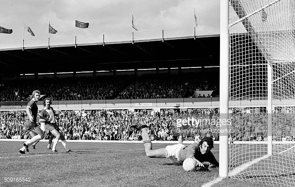 birmingham-city-strikers-peter-withe-and-bob-hatton-watch-as-burnley-picture-id509165542 (594×377)