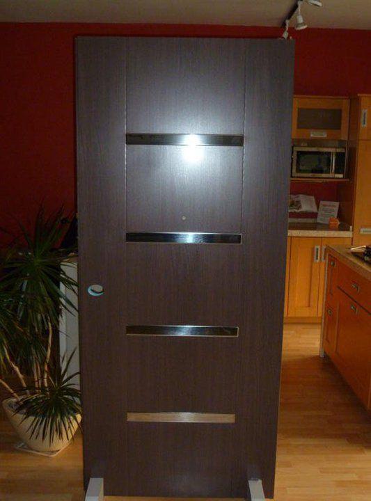 La puerta tiene un alma de acero electrogalvanizado for Puertas de entrada modernas minimalistas
