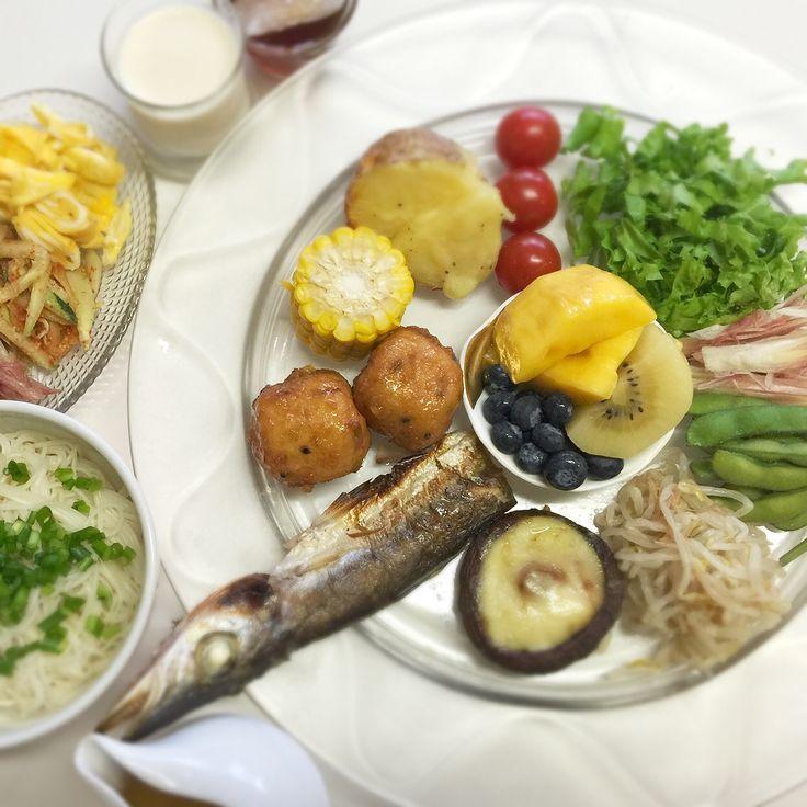 """Dr. Yumi Nishiyama's """"The Original Diet Plate"""" for beauty & health from japanese doctor‼️  Clockwise eating healthy foods from 12 o'clock on a large plate❣️  2016年6月17日の「ドクターにしやま由美式時計回り食べダイエットプレート」:女性医師が栄養バランスを考えた、美味しいプレートのご紹介。  大きめのプレートに、血糖値を急激に上げないように考えた食材を並べ、12時の位置から順番に食べるとても分かり易い方法です。  血糖値を上げないこの食べ方は、身体に優しく栄養補給ができるので健康を維持できます。オリジナルの⭐️西山酵素⭐️も最後に飲みます。  ⭐️美女のスイッチ⭐️⭐️時計周りに食べなさい⭐️の西山由美医師の本もAmazonで購入可。  http://www.momohime-medical.com  #ダイエットプレート #dietplate #にしやま由美がセミナーも開催 #食べて痩せるプレート…"""