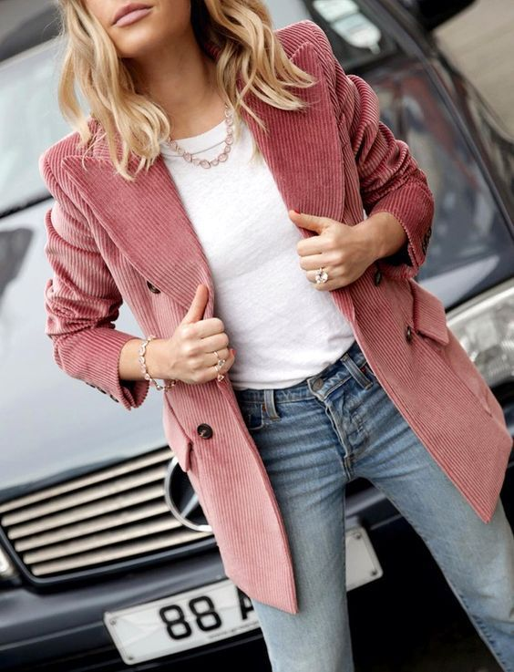 Cord Trend 2018 14 Edle Looks Mit Dem Trend Stoff Lovethislook De Weisse Blazer Outfits Outfit Blazer Altrosa
