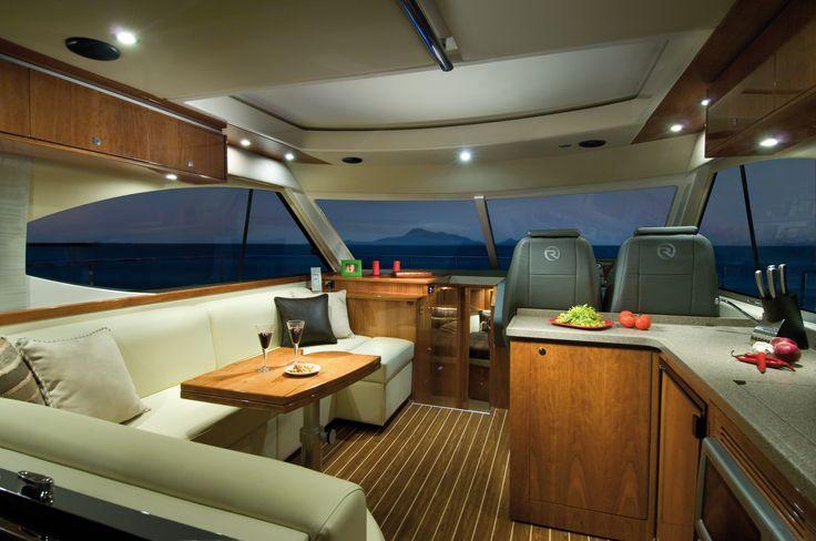 Riviera 4400 Sport Yacht Saloon