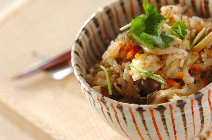 キノコの炊き込みご飯のレシピ・作り方 - 簡単プロの料理レシピ | E・レシピ
