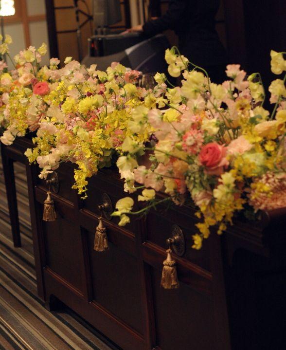孔雀の間 洋の花色と和の会場 目黒雅叙園様へ : 一会 ウエディングの花