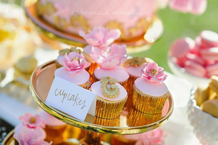 cupcakes party table - photo